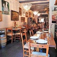 Slechts een beperkt aantal gasten in ons restaurant aan 3 sfeervolle tafels.