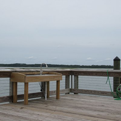Fishing and crabbing pier on Skull Creek.  Community park has a pavilion, restrooms, and playground.