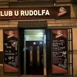 Jedinečná atmosféra české hospůdky v centru Prahy.