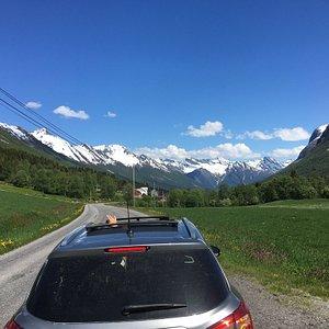 Norangsdalen forbinder Øye og Hellesylt. En av Norges trangeste og vakreste daler. 25 km. Ypperlig utgangspunkt for turer til Slogen (1500m) og Patchell-hytta for de turglade. Mange billige og dyre overnattingssteder ved fjorden og i dalen.