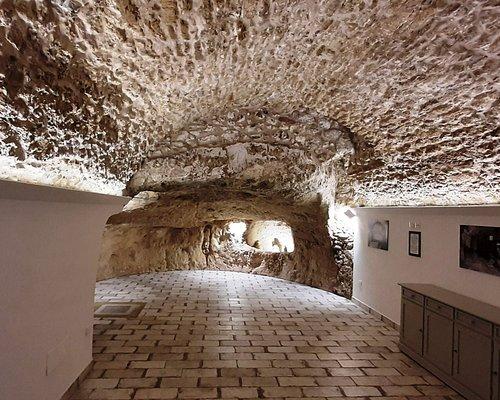 Queste è la prima Grotta scavata nella roccia e la volta realizzata 1000 anni fa con l'antica pietra di sciacca.