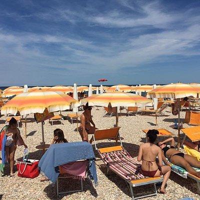 Fano (PU) spiaggia di sassi denominata Sassonia