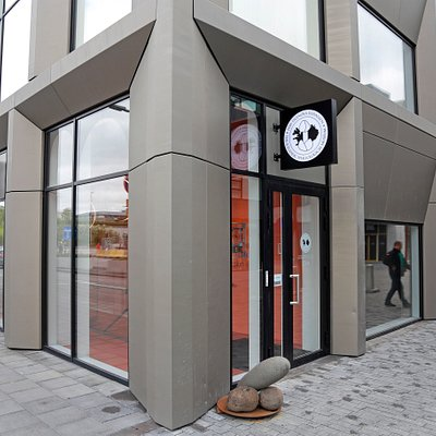 Entrance on the corner of Geirsgata & Reykjastraeti
