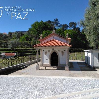 Inaugurada a 15 de setembro de 1969, a Capela de Nossa Senhora da Paz é desde essa data uma pequena e esbelta construção decorada com cristais de quartzo.  Mais informações em: www.santuariosenhoradapaz.pt
