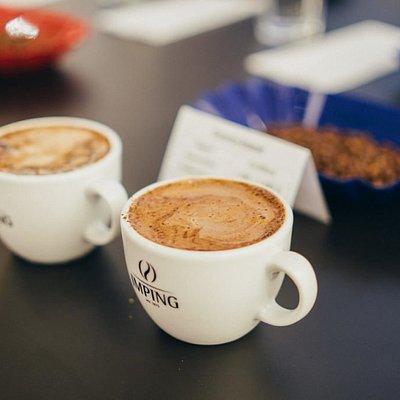Beim Cupping kann man Kaffees probieren die man sonst nicht so leicht in die Tasse bekommt