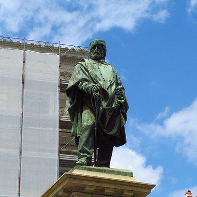 La statua in bronzo di Garibaldi