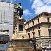 Il monumento di Giuseppe Garibaldi nella sua interezza