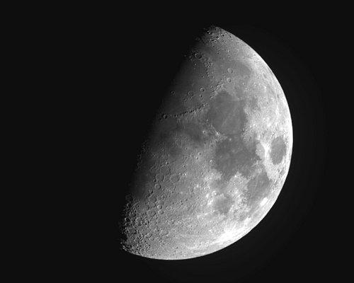 La Luna vista col telescopio dell'osservatorio.