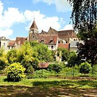Vue de l'église Notre Dame prise du square Lucien Beaufrère