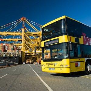 HafenBus auf dem Containerterminal in Bremerhaven.