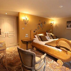 Chambre Félix avec un lit double fait sur-mesure