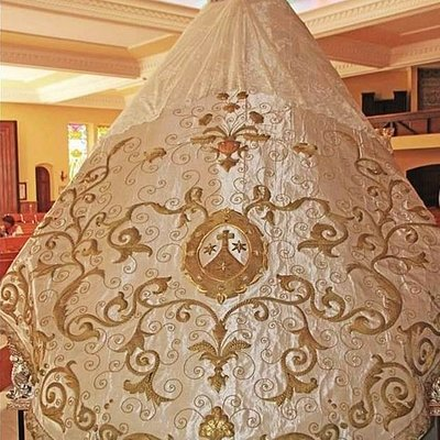 The new vestments for ceremonial outings of the statue of Nuestra Señora del Carmen