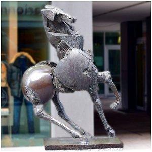 Вадуц. Наг Арнольди. Скульптура Большого коня.