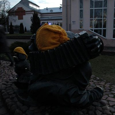 Памятник уличному артисту