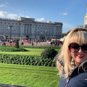 A stop at Buckingham Palace - home of Queen Elizabeth! A key stop for Changing of the Guard on Margaret's Westminster Tour!