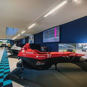 Unsere Racing Lounge in Cham bietet Platz für fünf Simulatoren, die gleichzeitig genutzt werden können. Erlebe pures Racefeeling mit Simulatoren in höchster Qualität. Ob alleine oder in einer Gruppe, Spass ist garantiert! Komm uns besuchen!