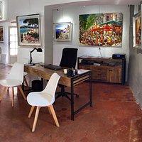 La galerie Ziminski au cœur du village de Roussillon en Provence