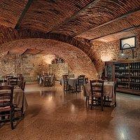 Sala interna Trattoria La Torre di Mezzane. Ambiente riservato e accogliente.