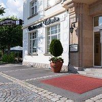 Eingang Restaurant + Biergarten