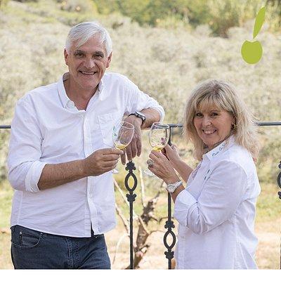 Tanto Jose Manuel como Rosa, propietarios y anfitriones de la masia, os guiaran por un tour privado  donde compartir experiencias, sueños, ilusiones y muchas más cosas que os sorprenderán.