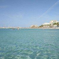Потрясающая вода: лазурного цвета и очень теплая