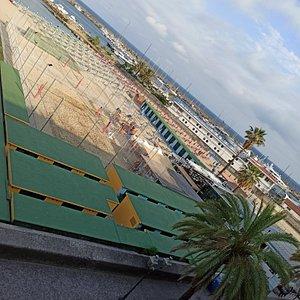 La spiaggia verso le 19 vista dal balcone dove abbiamo alloggiato.