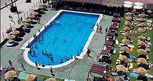 Pool Beach Port Saplaya es un club de playa situado en la Piscina Municipal de Alboraya (Valencia).