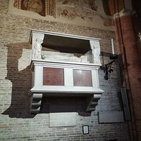Pietro Alighieri, primogenito del sommo Poeta Dante morì il 21 Aprile del 1364 a Treviso-Veneto-Italia, fu sepolto prima nel chiostro del convento di Santa Margherita, dopo quasi 6 secoli e precisamente nel 1935 le spoglie di Pietro, vennero traslate nella Chiesa di San Francesco a Treviso dove tuttora riposano.