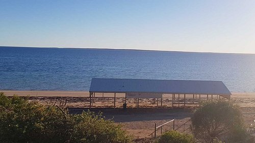 Photo of Alexander's Beach Shelter Shed as taken from the large car park above. Plenty of long-vehicle parking, lawns & trees with park bench. Beach or Lawn stroll to Ceduna jetty.