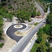 Photo 2 Vue Aérienne. Source, La Réserve Naturelle Nationale Géologique des Alpes de Haute-Provence est Heureuse d'Informer ; Le Site de la Dalle aux Ammonites, Entièrement Réaménagé, est Ouvert, depuis Juin 2020.