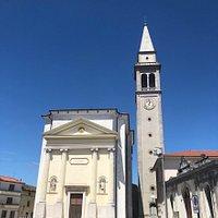 La Chiesa vista ancora dalla Piazza Vittorio Veneto !