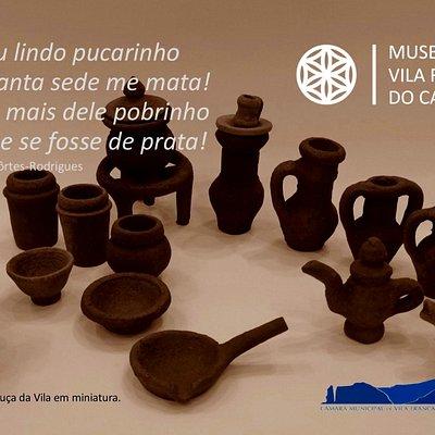 """Miniaturas da """"louça da Vila"""". Cartão postal oferecido aquando a comemoração do Dia Internacional dos Museu, 2019."""