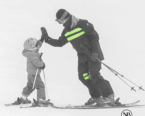 Private Kids Ski Lessons with our highly experienced instructors