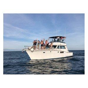 Fiestas privadas.  Despedidas de solteras/os. Eventos sociales de todo tipo.  No dudes en contactar con nosotros para más información ☎ #yacht #partytime #event #despedidadesoltera