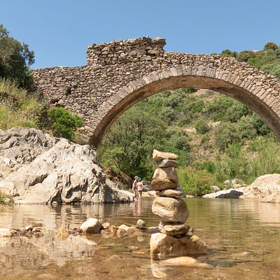 Le Pont des Fées au printemps