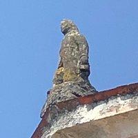 Una Statua in Pietra non più riconoscibile : il Tempo ha fatto il suo corso ..... 🕐  🕑  🕒  🕓  🕔