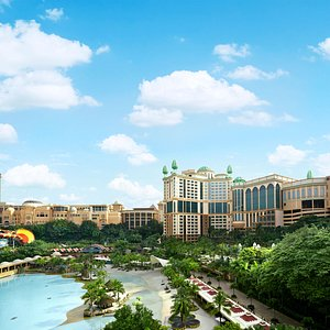 Sunway Clio Hotel provides easy access to theme park and shopping mall in Sunway City