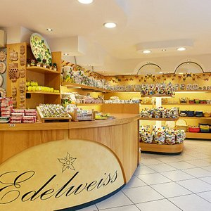 """The Edelweiss brand was grounded 50 years ago in Nove, thanks to our passion for the quality craft. In a little time our ceramics, completely handmade and handpainted, are sold everywhere, as souvernir or table accessory """"Made in Italy"""", with a typical mediterranean taste."""