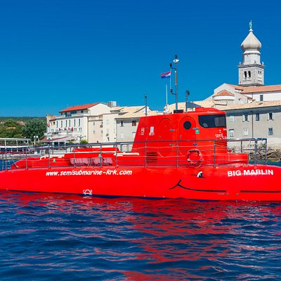Big Marlin is the biggest semi-submarine built specially for the purpose of underwater sightseeing.