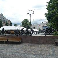 Statyn ''ASEA-strömmen** i Västerås