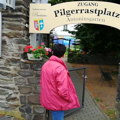 Zugang zum Pilgerrastplatz und Infgarten