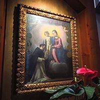 La Madonna del Rosario: tela del '600 (nella cappella in fondo alla chiesa, al piano terra)