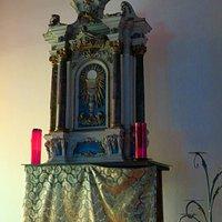 Il tabernacolo ligneo settecentesco che si può trovare nella cappella posta sopra all'entrata, con accesso dalla balconata