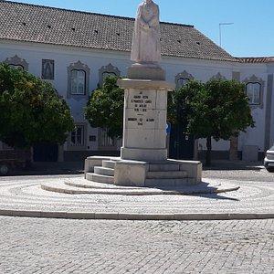 Estatua bispo Dom Francisco Gomes de Avelar, Faro