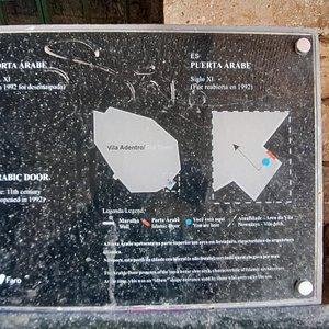 Information sign regarding the Porta Arabe.