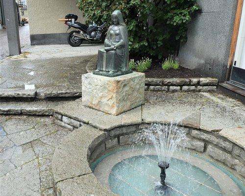 Skulpturen på Katarina Sunesdotter i Söderköping.