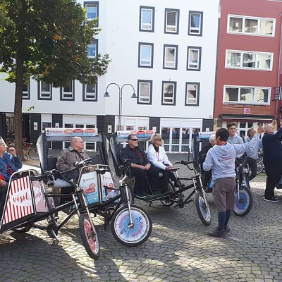 Exploring the old town and learning something about the history of Cologne with Rikolonia