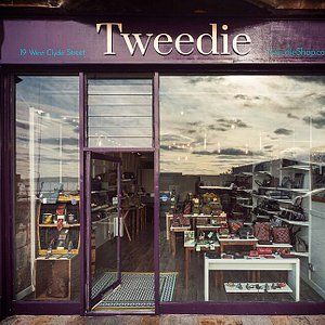 Located opposite the swimming pool on the front street in Helensburgh