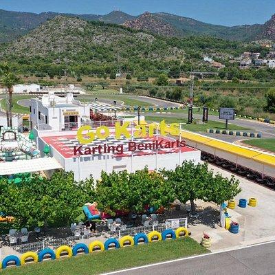 Karting Benikarts Benicasim os ofrece: - Alquiler de karts para todas las edades - Pista Infantil - Carreras de grupo - Eventos de empresa - Cumpleaños  - Bar-cafeteria