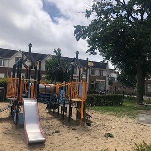 Speeltuin Brouwersplein Haarlem: Speeltoestel voor peuters en kleuters
